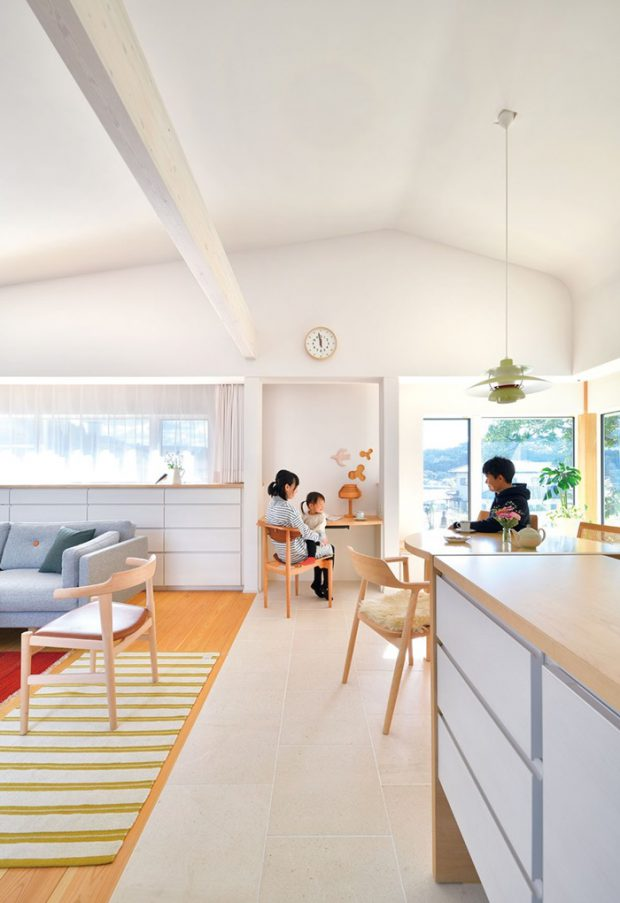 ห้องนั่งเล่นและครัว
