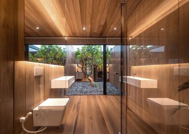 ห้องน้ำผนังกระจกมองเห็นสวน