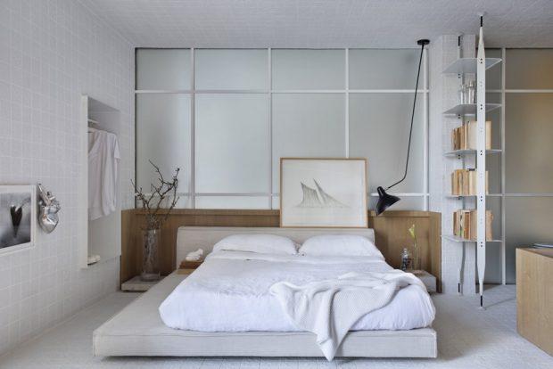 ห้องนอนโทนสีขาวตกแต่งไม้