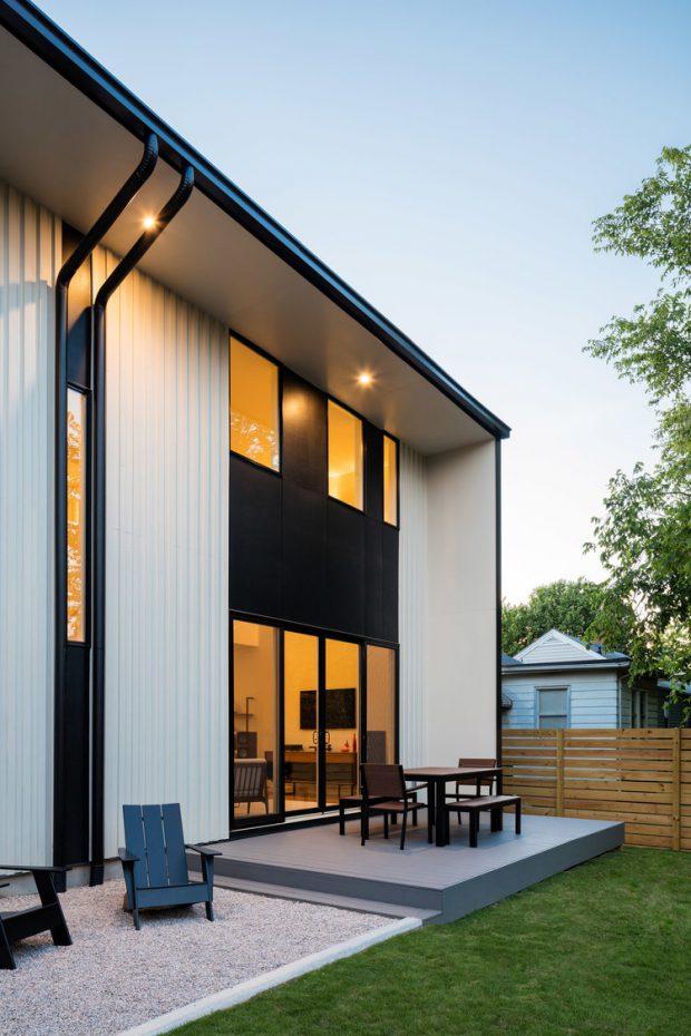 บ้านเมทัลชีทโทนสีขาว-ดำ