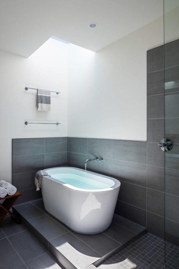 ห้องน้ำโทนสีขาวเทา