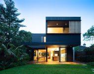 บ้านสีดำผนังกระจก