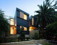 บ้านสีดำฟาซาดระแนงไม้