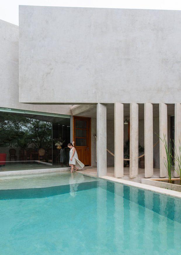 บ้านคอนกรีตมีสระน้ำ