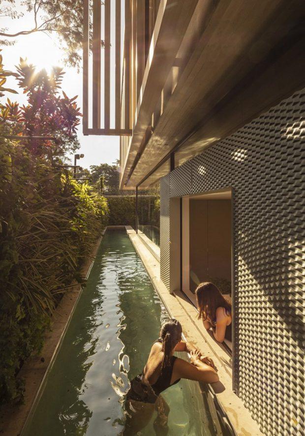 สระว่ายน้ำเล็ก ๆ ข้างบ้าน