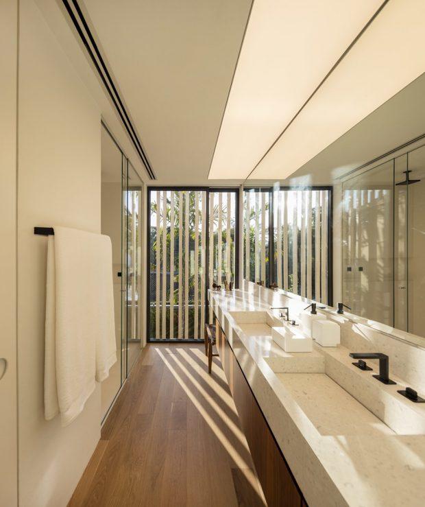 ห้องน้ำผนังกระจกมีฟาซาดบัง