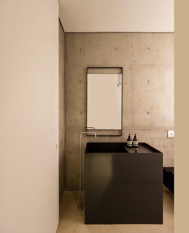 ห้องน้ำปูนขัดมันโทนสีเทา-ดำ