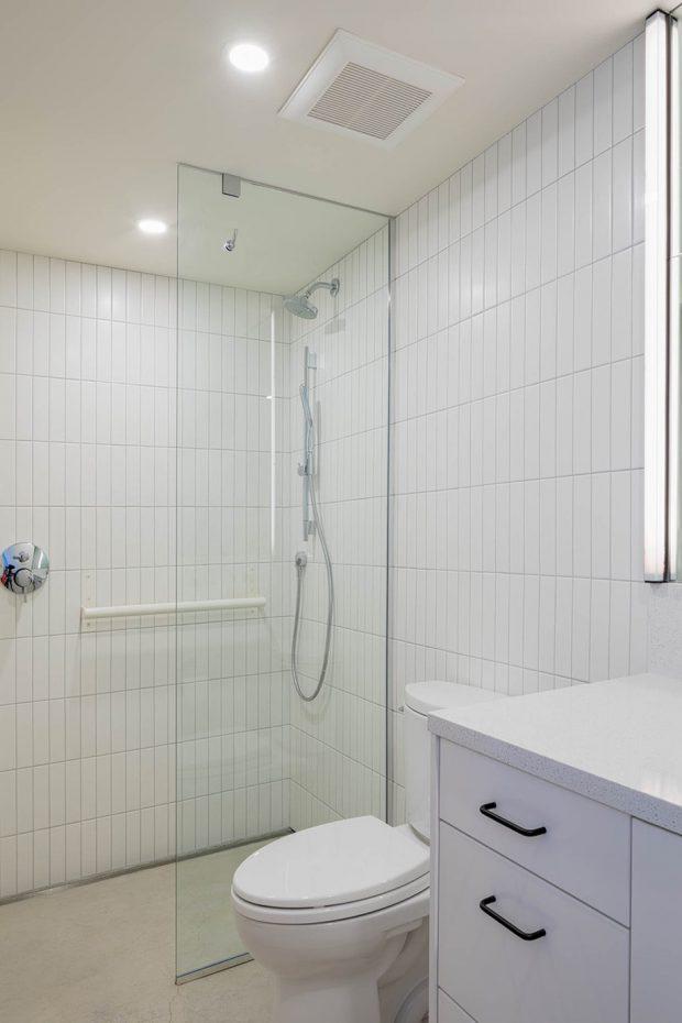 ห้องน้ำโทนสีขาว