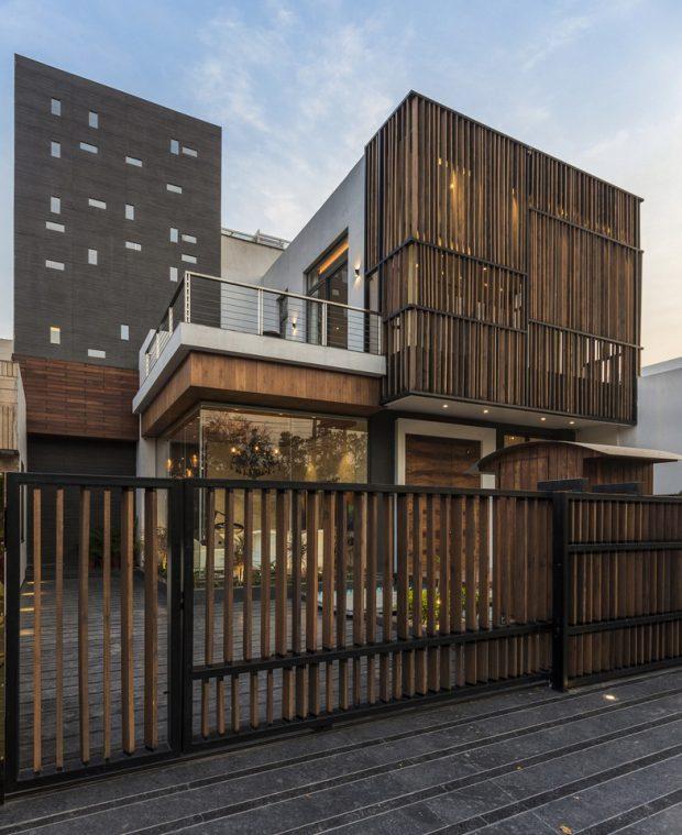 บ้านฟาซาดระแนงไม้