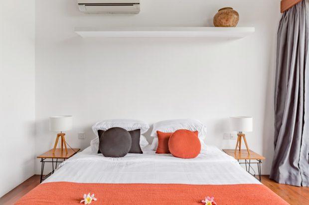 ตกแต่งห้องนอนโทนสีขาว-ส้ม