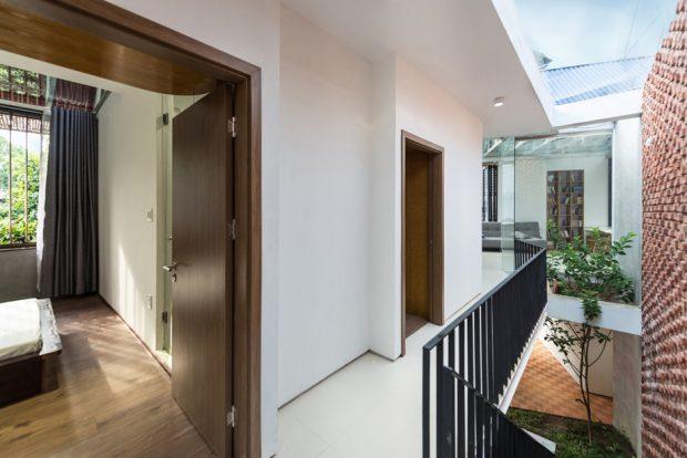 ทางเดินในบ้านและช่องแสงสกายไลท์
