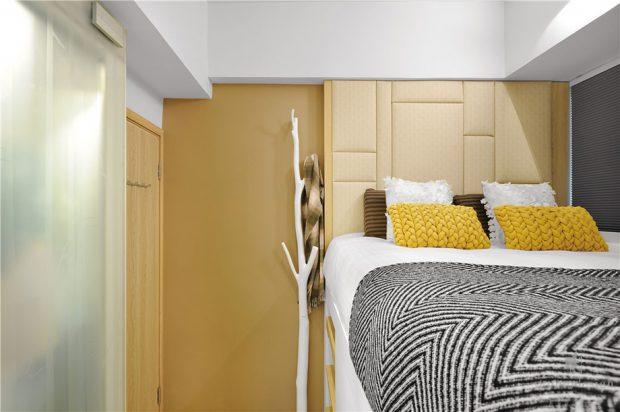 ห้องนอนโทนสีเหลืองน้ำตาล