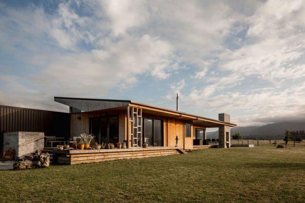 บ้านเรียบง่ายกลางธรรมชาติ