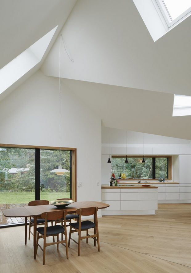 ช่องแสงขนาดใหญ่ในบ้าน