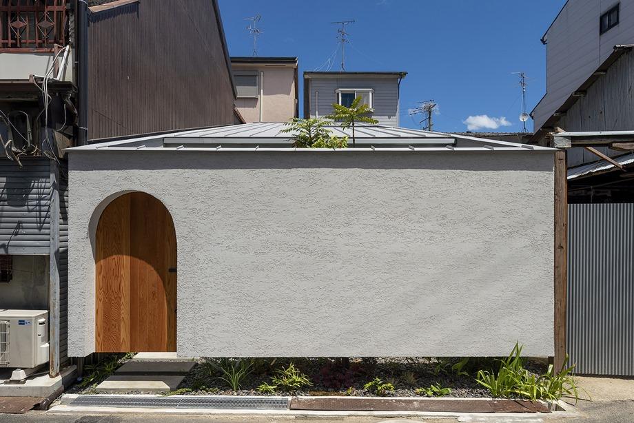บ้านคอนกรีตประตูทรงโค้ง