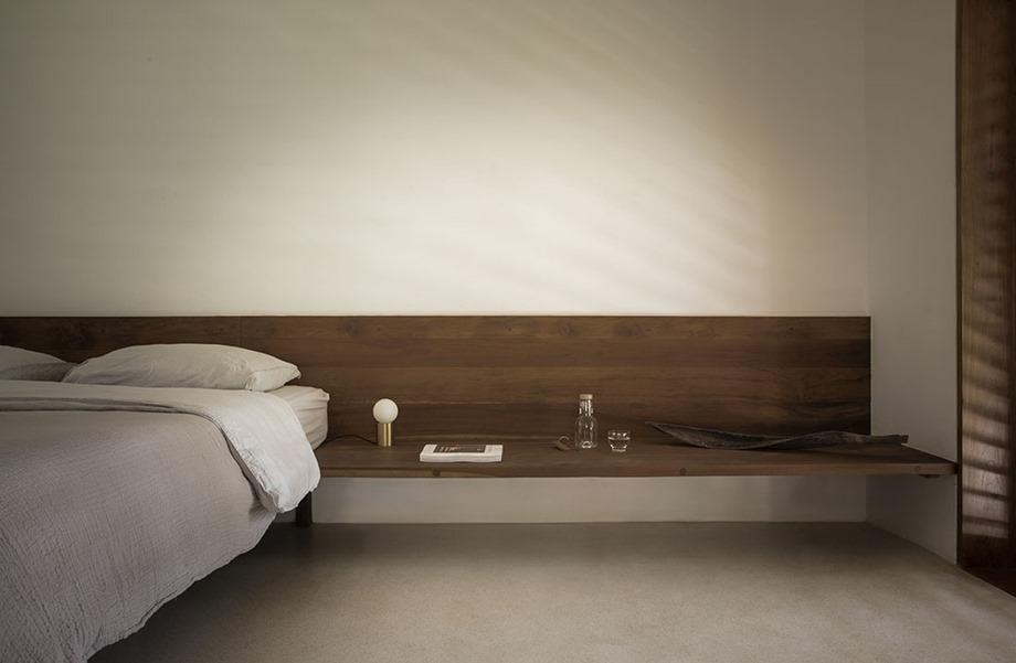 ตกแต่งหัวเตียงด้วยไม้