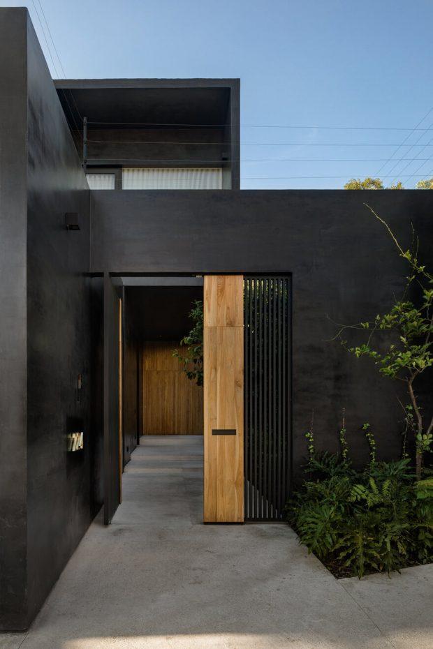 บ้านสีดำตกแต่งไม้ธรรมชาติ