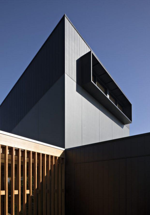 ผนังบ้านเมทัลชีทสีดำ