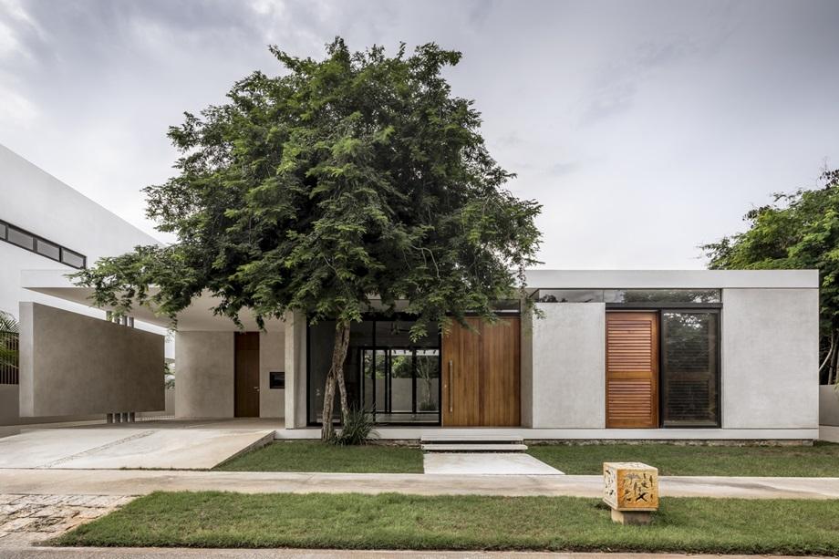บ้านโมเดิร์นทรงกล่องสีขาวตกแต่งไม้