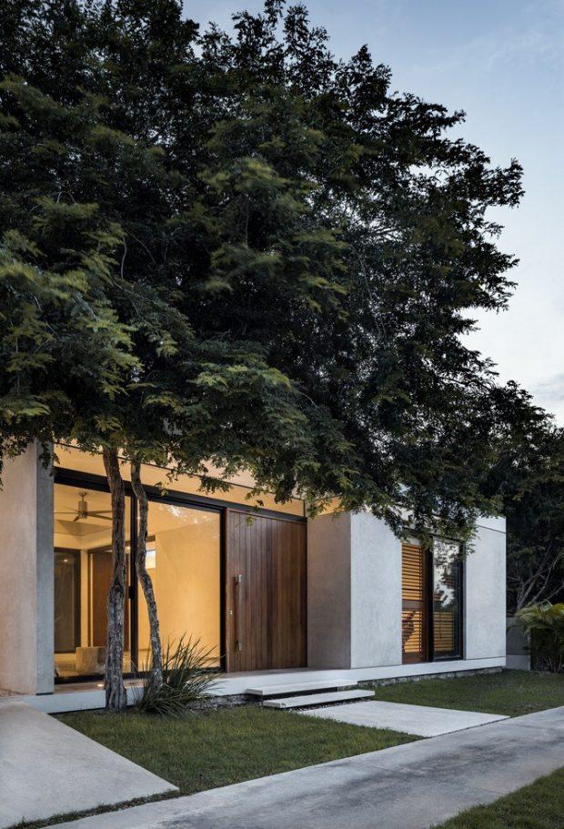 บ้านโมเดิร์นสีขาวตกแต่งไม้