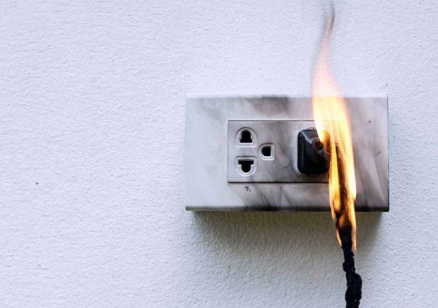 ไฟไหม้จากไฟฟ้ารั่ว
