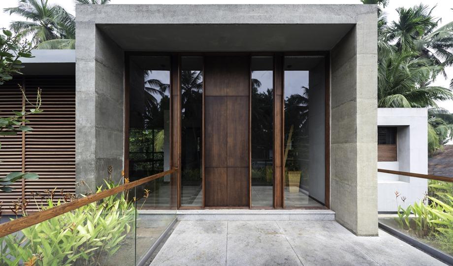บ้านคอนกรีตตกแต่งไม้และกระจก