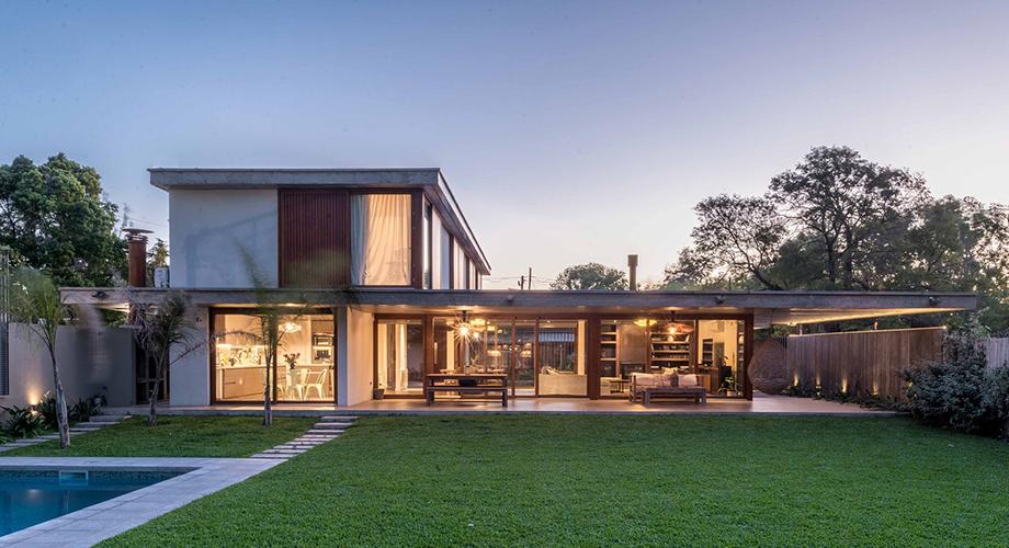 บ้านคอนกรีตผสมไม้
