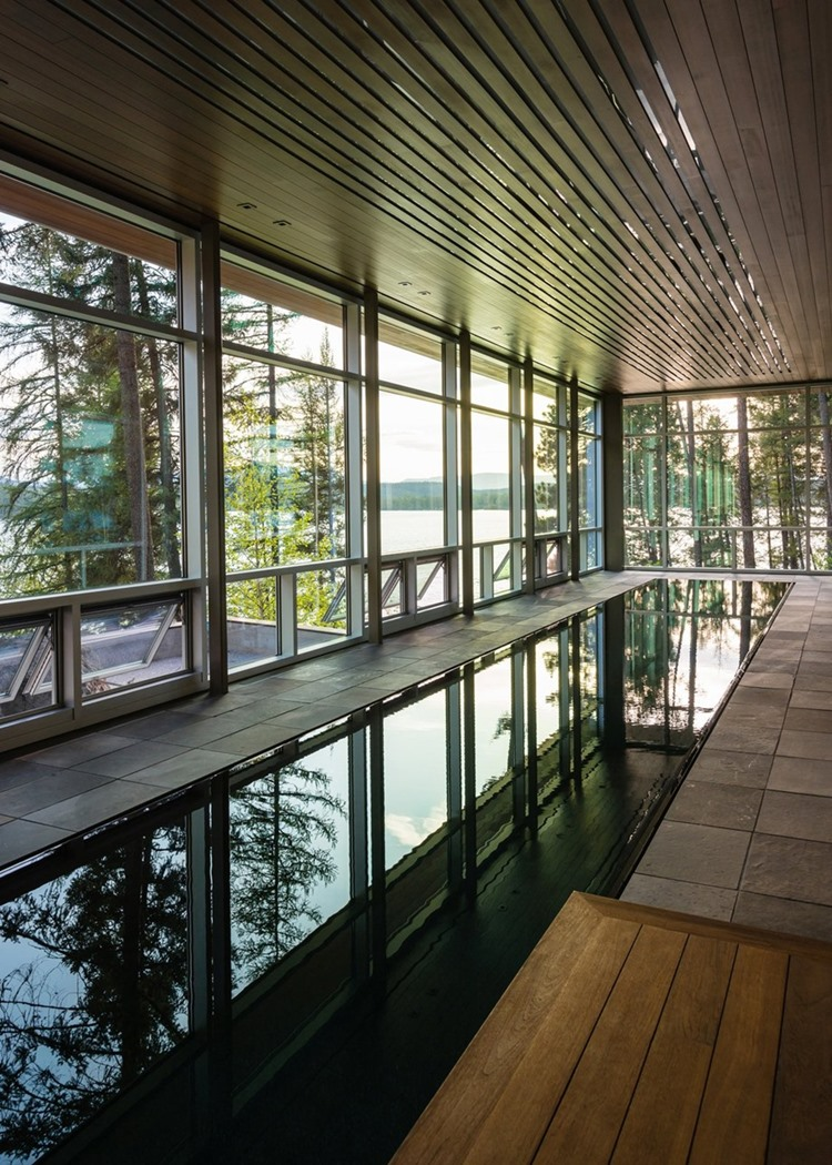 สระว่ายน้ำในอาคาร