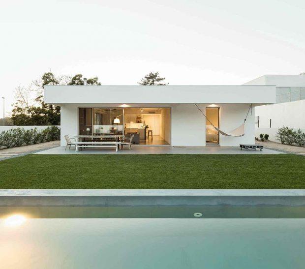 บ้านชั้นเดียวสีขาว