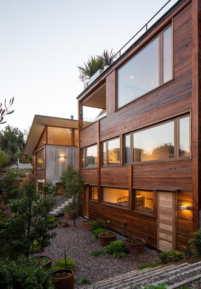 บ้านผนังไม้ใส่กระจก