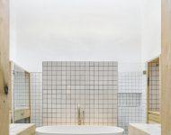 ห้องน้ำตกแต่งกระเบื้องสี่เหลี่ยมเล็ก