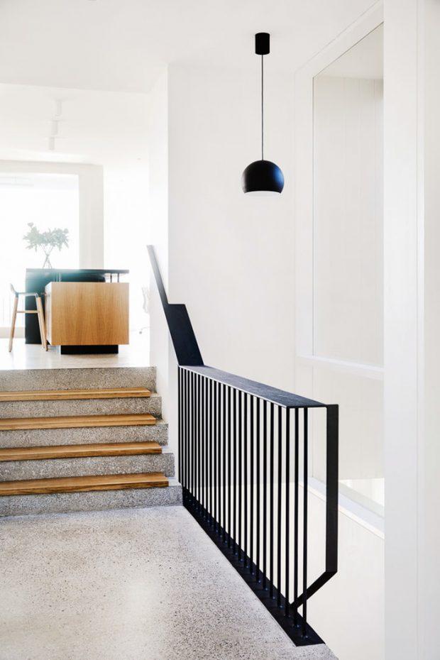 บันไดเชื่อมต่อพื้นที่ในบ้าน