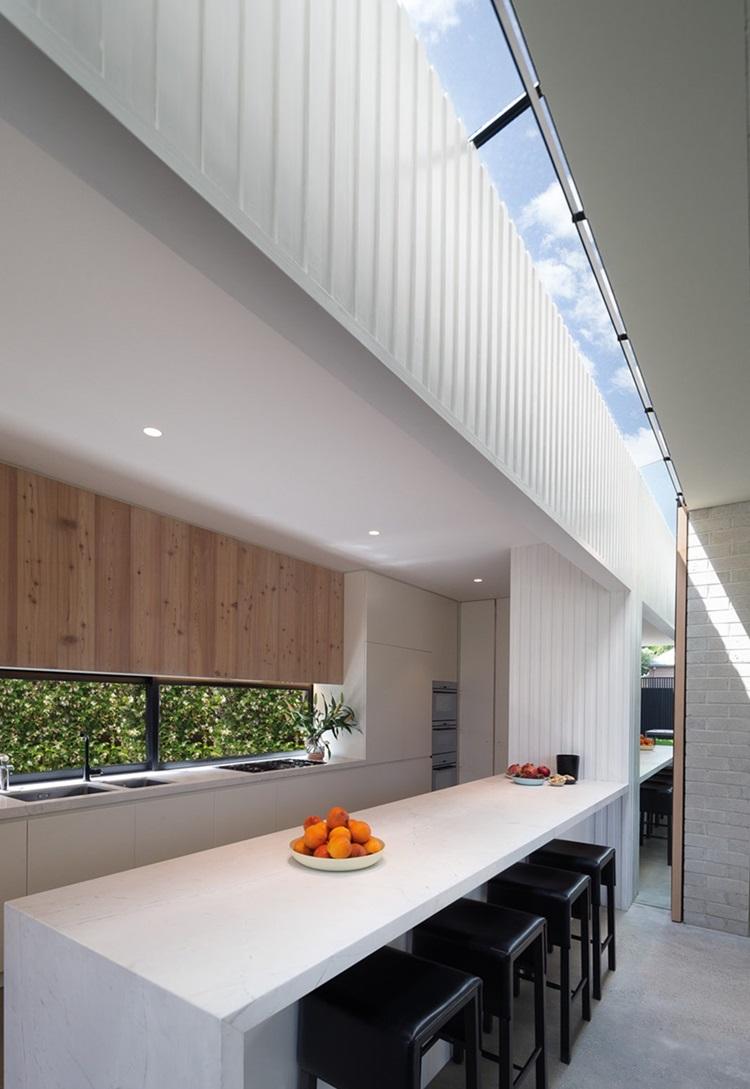 skylight เหนือเคาน์เตอร์ครัว