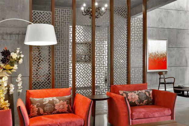 ห้องนั่งเล่นโทนสีส้มแดง