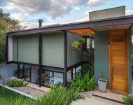 บ้านโครงสร้างเหล็กใส่ที่ว่างระหว่างผนัง