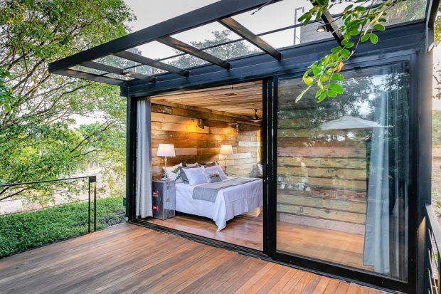 ห้องนอนเปิดต่อเนื่องชานบ้าน