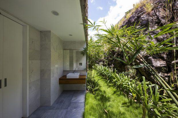 ห้องน้ำเปิดเชื่อมสวน
