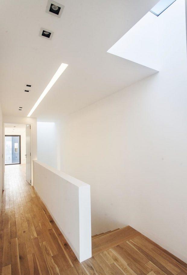 ช่องแสงสกายไลท์ที่โถงบันได