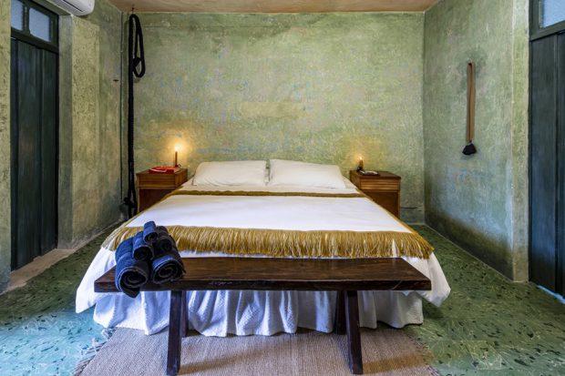 ห้องนอนผนังสีเขียว