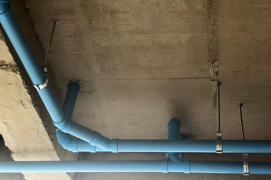 ท่อห้องน้ำ บนฝ้าเพดาน