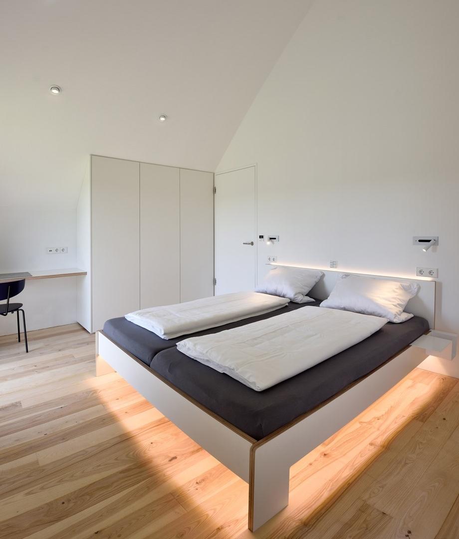 ตกแต่งไฟ LED ใต้เตียง
