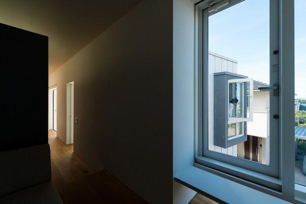 หน้าต่างเชื่อมต่อมุมมองอีกอาคาร