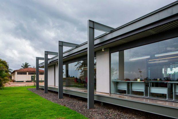โครงสร้างเหล็กผนังกระจก