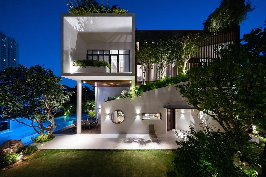 จัดแสงไฟรอบ ๆ บ้านและสวน