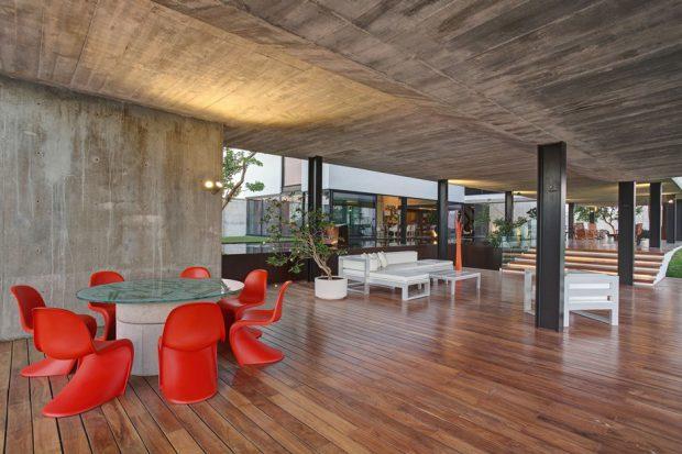 บ้าน open plan โชว์คอนกรีตและไม้