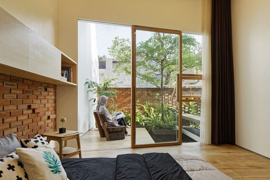ห้องนอนผนังกระจกมีสวนส่วนตั
