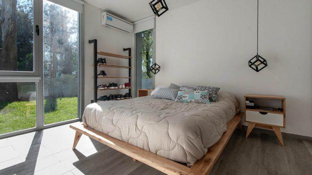 เตียงนอนไม้ขาโปร่ง