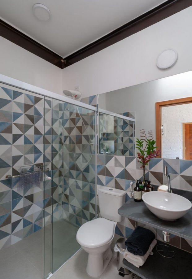 ตกแต่งห้องน้ำด้วยกระเบื้องสีฟ้า