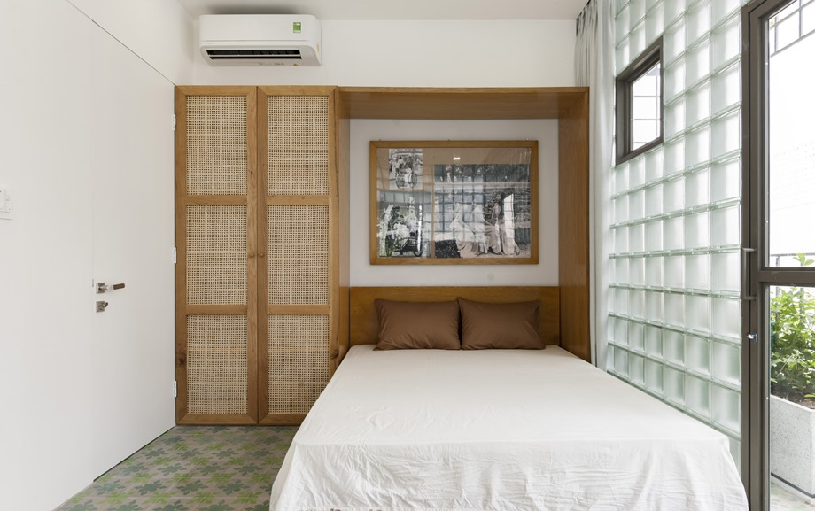 ตกแต่งตัวเตียงด้วยงานไม้