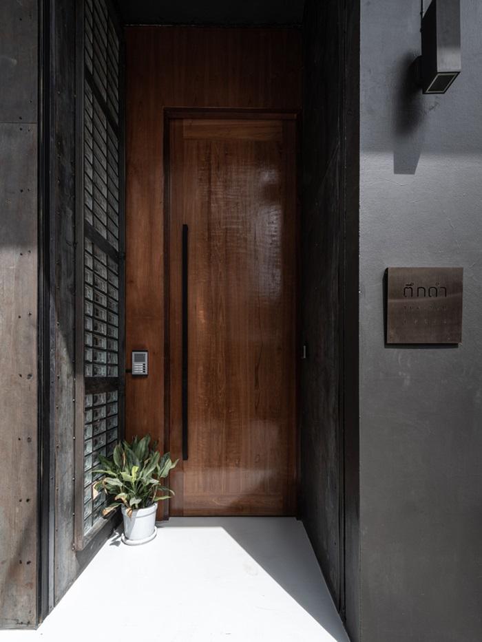 ประตูทางเข้าเข้มเท่